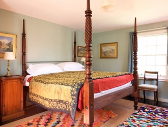Callachally House, end room four poster bed
